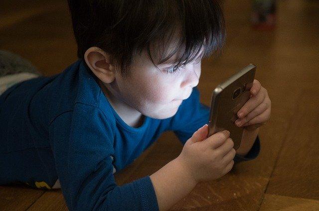 Wie Technologie die Entwicklung von Kindern beeinflusst